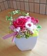 ピンク系のバラで可愛らしく・・・