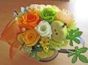 イエローオレンジ系のお花とグリーンアップル♪