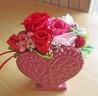ハート型花器に華やかレッド系プリザ♪
