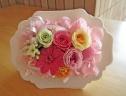 スタンドタイプの花器に可愛らしいピンク系プリザ♪