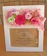 フォトスタンドにお花を添えて・・・可愛くピンク系