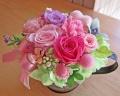 手付きブリキカップにピンクの華やかプリザ♪