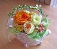 ゴシック調シルバー花器に明るくイエローオレンジ系