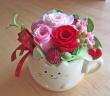 ネコちゃん花器にピンク・レッド系プリザ♪