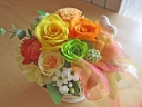 元気なイエローオレンジ系のお花とグリーンアップル♪