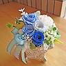 ゴシック調シルバー花器に爽やかブルー系プリザ♪