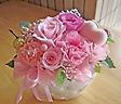 カーネーションとバラの淡いピンクで優しく・・・