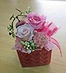 ピンクの花器に可愛らしいピンク系プリザアレンジ♪