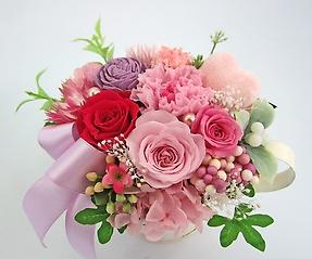 ピンク系のお花にピンクのハートを覗かせて・・・