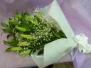 白ユリとカスミ草を使った御供花束