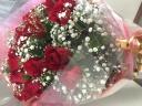 大人気!赤バラ30本とカスミ草の花束