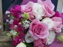 ピンクバラ中心の花束