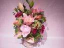 ピンクユリと季節のお花のアレンジメント