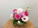 季節のアレンジメント~ピンクのお花をいれて