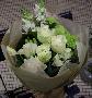 白いバラの爽やかなブーケ