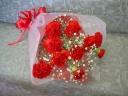 真っ赤なカーネーションのお花束