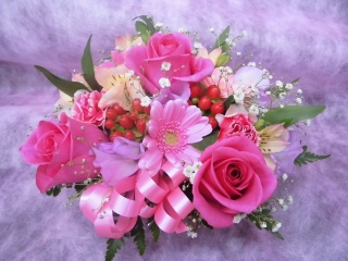 ピンクのバラのラウンドアレンジメント