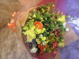 黄色とオレンジの華やか花束