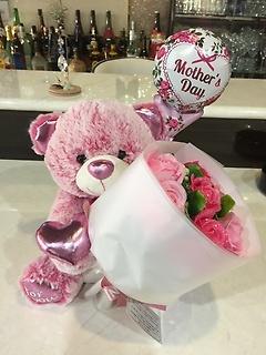 ラメラメシャボンフラワーの花束とピンクハートのくま