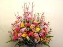 季節のお花のボリューム重視のスタンドです。