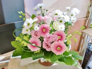 ★白とピンクおまかせ花★ペット御供アレンジ