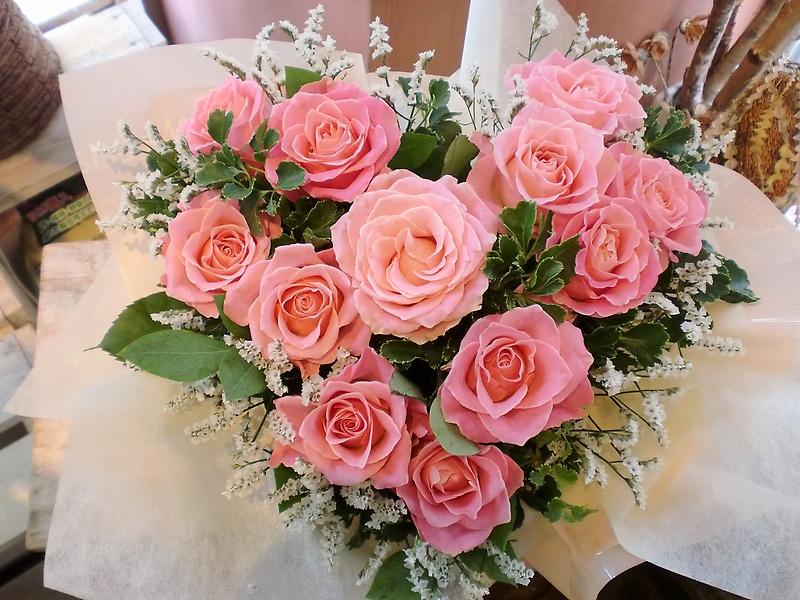 の 花 ピンク 言葉 バラ ピンクのバラの花言葉は上品・愛の誓い!色・本数で違うバラの花言葉