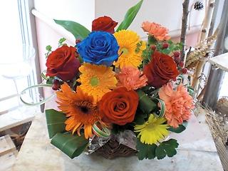 ★青バラ花言葉 神の祝福★オレンジ赤系でおまかせ盛花
