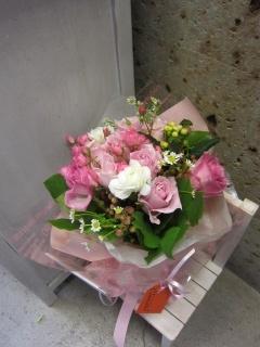 ピンキーホワイト花束