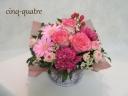 優しいピンクのアレンジメント【ブリキの花器】