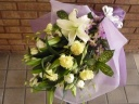 カーネーションとユリのお供え花束