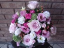 ピンクのバラの上品なアレンジメント