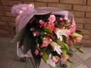 ユリとバラの上品華やか花束