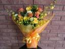 バラとオンシジュームの花束