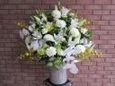 白ユリと胡蝶蘭の御供アレンジメント