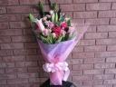 ピンクユリとピンクバラのエレガントな花束