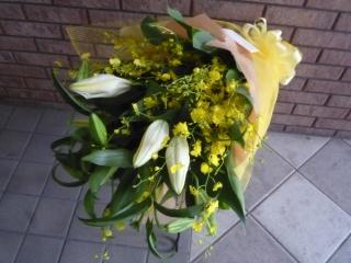 白ユリとオンシジュームの花束