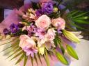 ユリとバラの花束