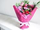 ボリュームのある華やかな花束