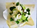 白グリーンのシックな花束