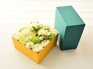 みどり色BOXアレンジメント【ホワイト】