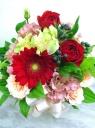 赤のバラとガーベラのアレンジメント