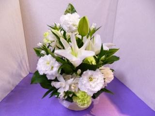 清らかな白い洋花の御供アレンジメント