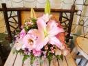 アレンジメント「豪華なユリと優しい小花で」