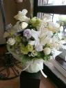 白花メインに淡い色のお供え花