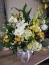 白ユリ&黄系お花でシンプルなお供え花
