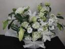 白メインに淡い色をプラスしたお供え花