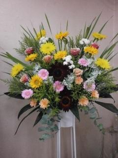 イエロー&ピンクメインのスタンド花