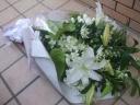 白上がりの豪華なお供え花束