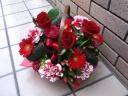 赤バラと季節のレッド系アレンジメント