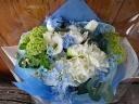 爽やかなブルー系の花束